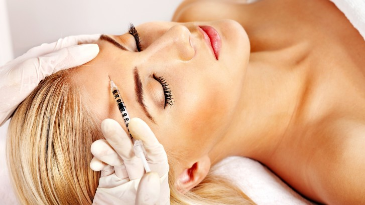Beauty-woman-giving-botox-inje